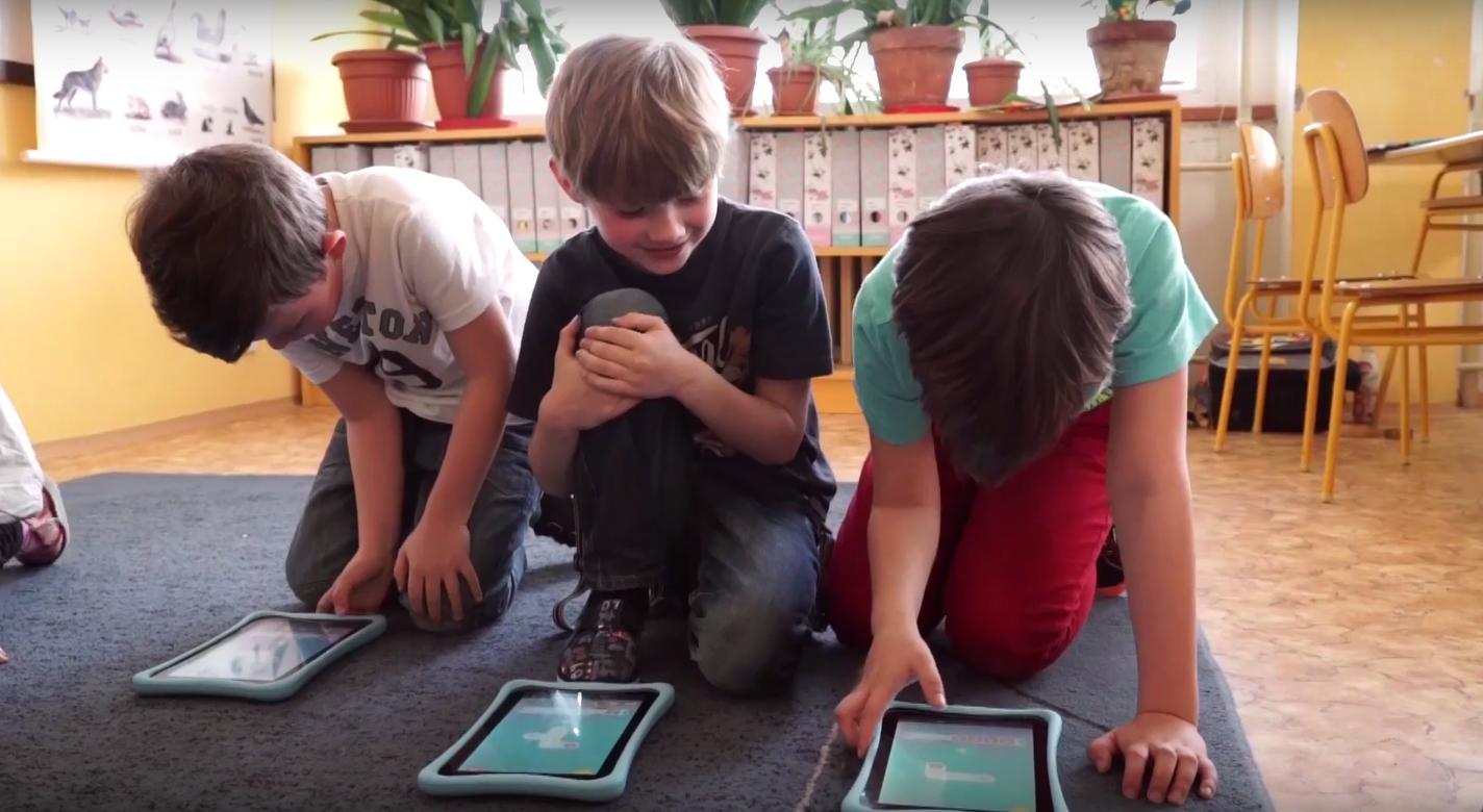 Co říkají vědecké studie o přínosech a rizicích digitálních technologií pro děti?